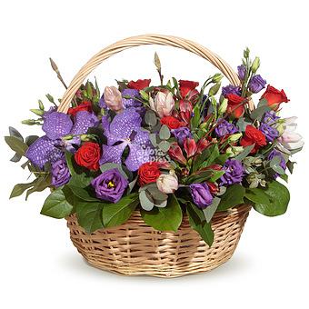Букет Корзина с розами и вандой